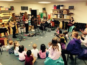 Ventura Park kindergarten class with musicians Katelyn and Laurie Shook